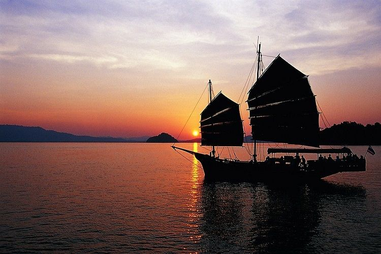 Phang Nga Bay tours June Bahtra sunset dinner cruise